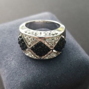 Jewelry - Black & Silver Ring